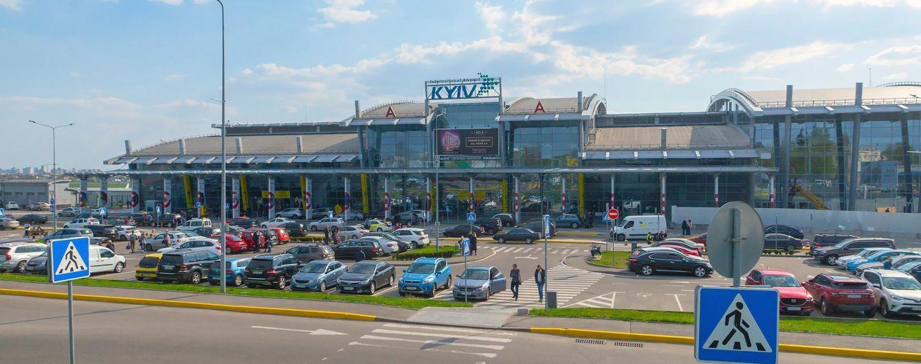 """Аэропорт """"Киев"""" признал вину в травме 18-летней девушки, которой в терминале упал на ногу шкаф"""
