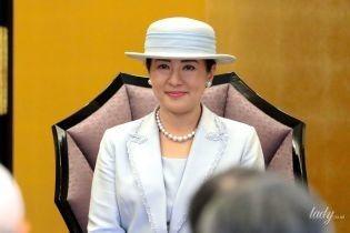 У світлому вбранні і з рожевою помадою: імператриця Японії Масако на урочистій церемонії