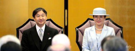 В светлом наряде и с розовой помадой: императрица Японии Масако на торжественной церемонии