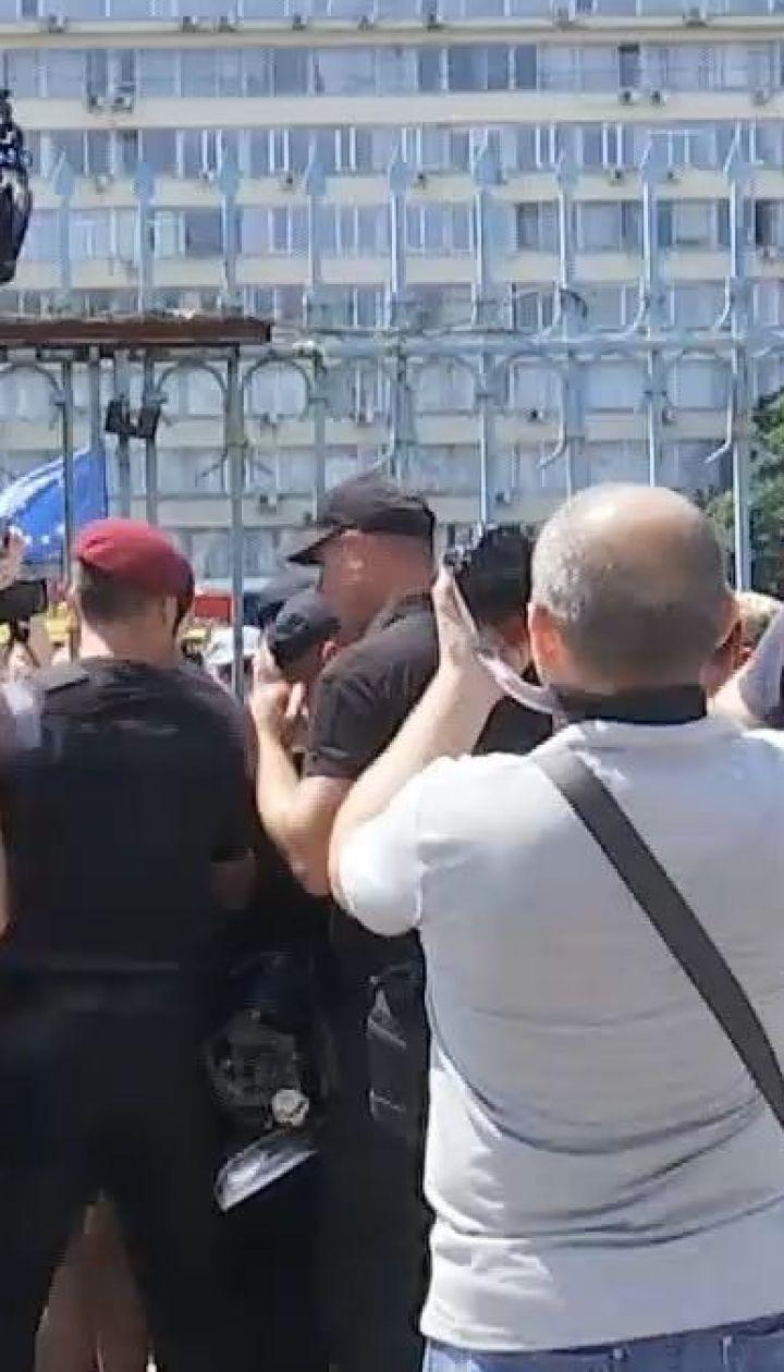 Представители партии Михаила Саакашвили пытались прорваться в ЦИК