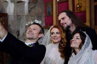 Святослав Вакарчук показал, как погулял на свадьбе коллеги-музыканта