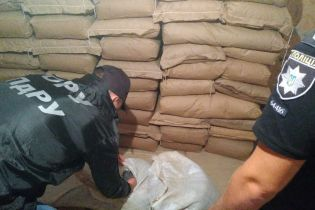 Более семи тонн наркотиков, оружие и полмиллиона денег. В Одесской области накрыли наркокартель