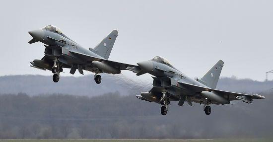 Зіткнення винищувачів у Німеччині: один з пілотів загинув у аварії – ЗМІ