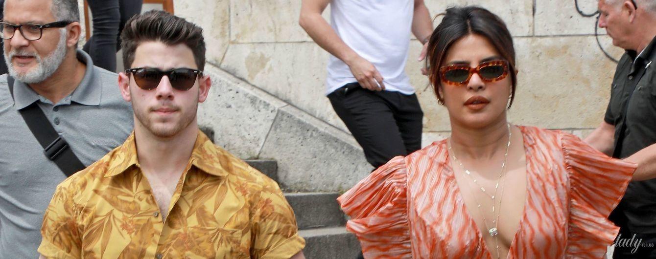 Без лифчика и с мужем: Приянка Чопра на яхте в Париже