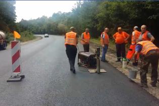 На трассе Житомир-Черновцы сняли на видео тесты качества нового асфальта