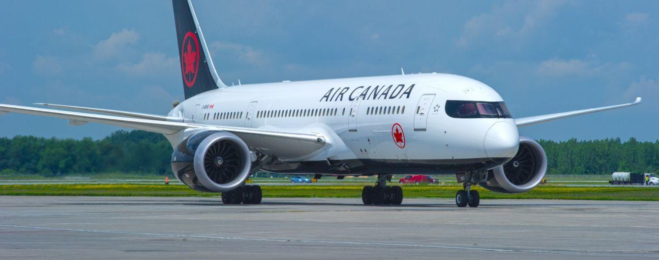 У авіакомпанії Air Canada забули пасажирку на борту літака