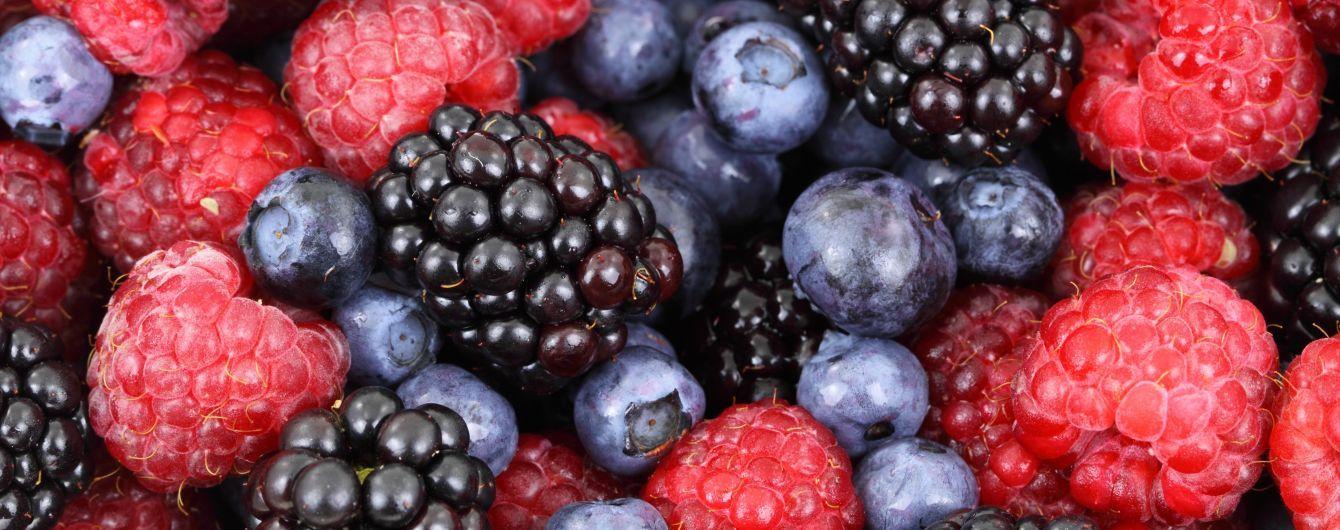 Насытиться витаминами, уберечь сердце и омолодиться: топ-5 самых полезных ягод сезона