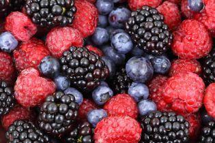Насититися вітамінами, уберегти серце та омолодитися: топ-5 корисних ягід сезону