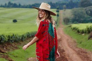 В платье-балахоне и шляпе: Кэндис Свэйнпоул поделилась красочными снимками из путешествия по Кении