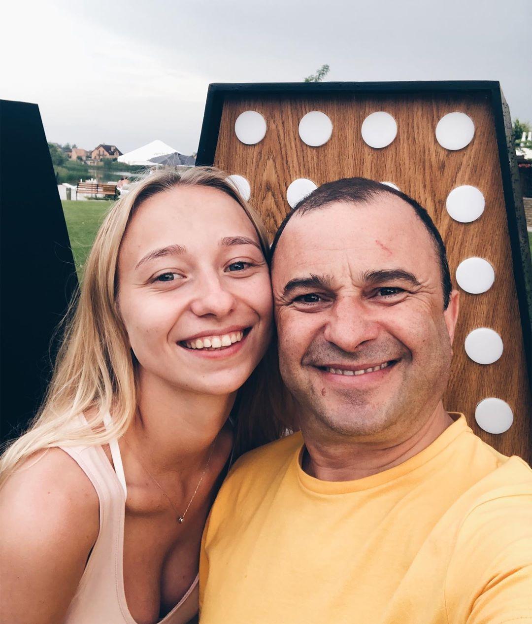Віктор Павлік з молодою обраницею_4