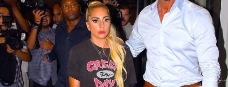 Без штанів: леді Гага в провокаційному луці прогулялася Мангеттеном