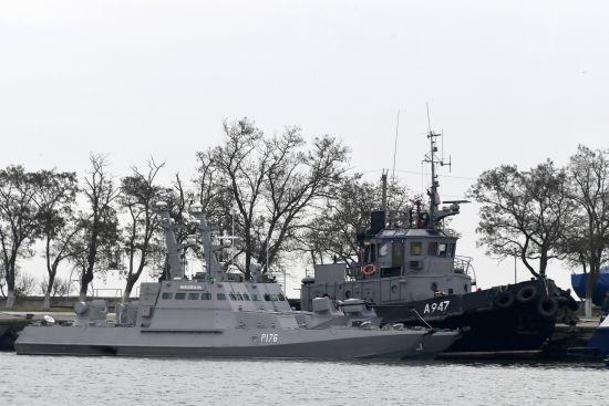 Суд дозволив ДБР переглянути укази Порошенка у справі захоплення моряків
