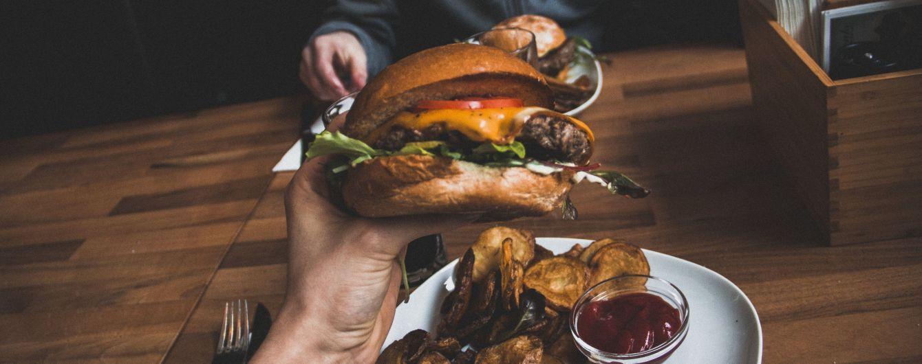 Шкідлива їжа зменшує кількість сперматозоїдів у здорових чоловіків - вчені