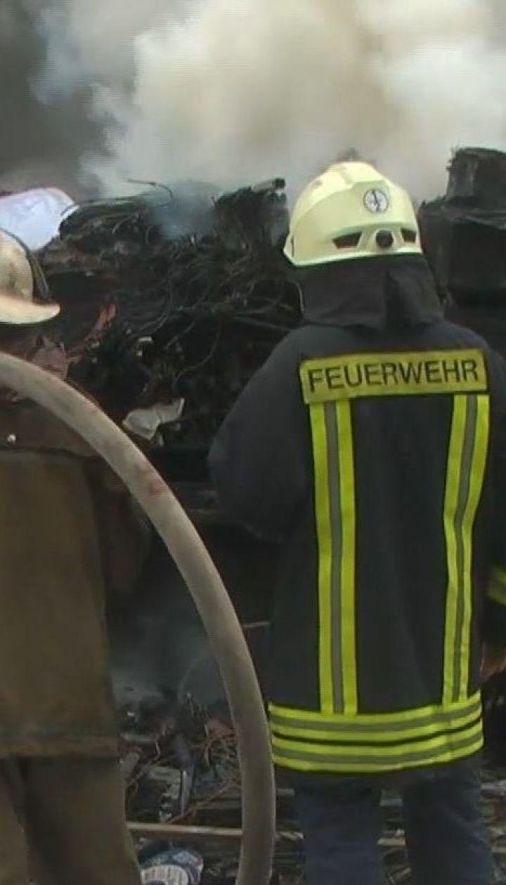 У Запоріжжі під час руху загорілась та вибухнула поштова вантажівка
