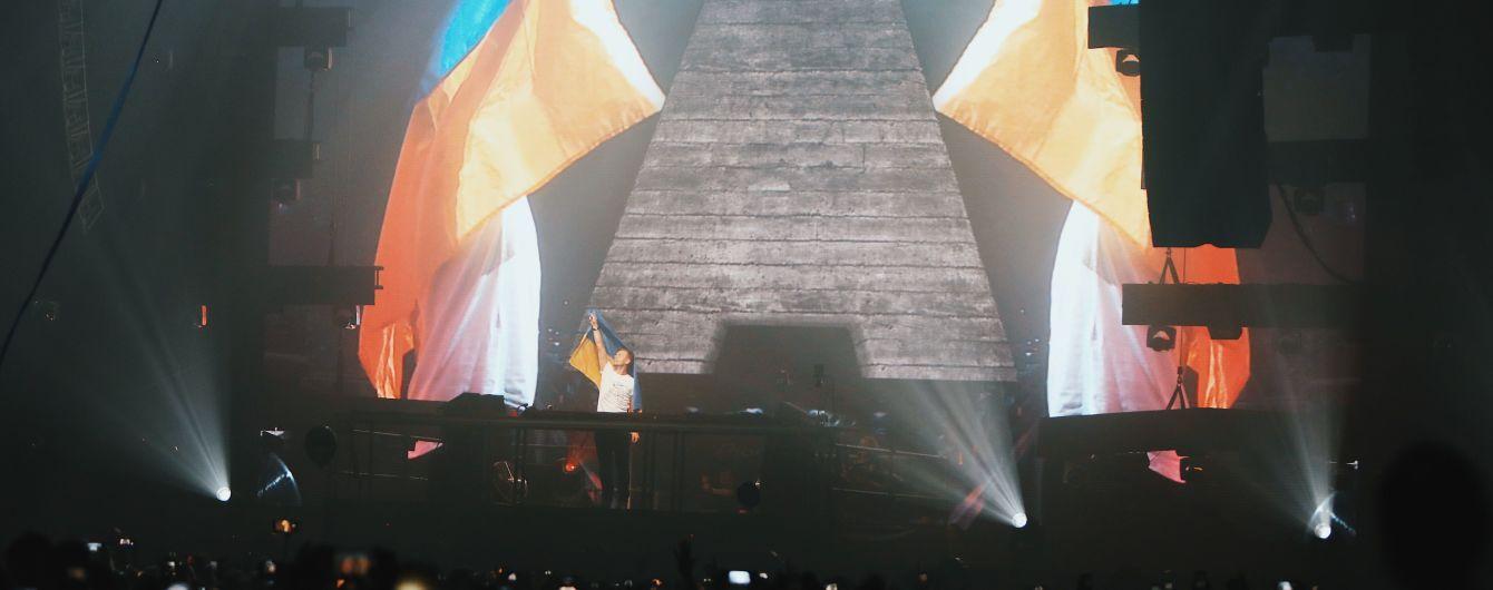 Зажигательные треки, украинский флаг и зарубежные фаны: как прошло грандиозное шоу Армина Ван Бюрена в Киеве