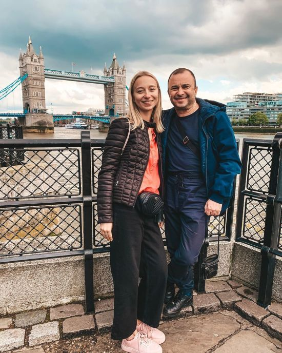 Молода кохана Віктора Павліка прокоментувала чутки про весілля зі співаком