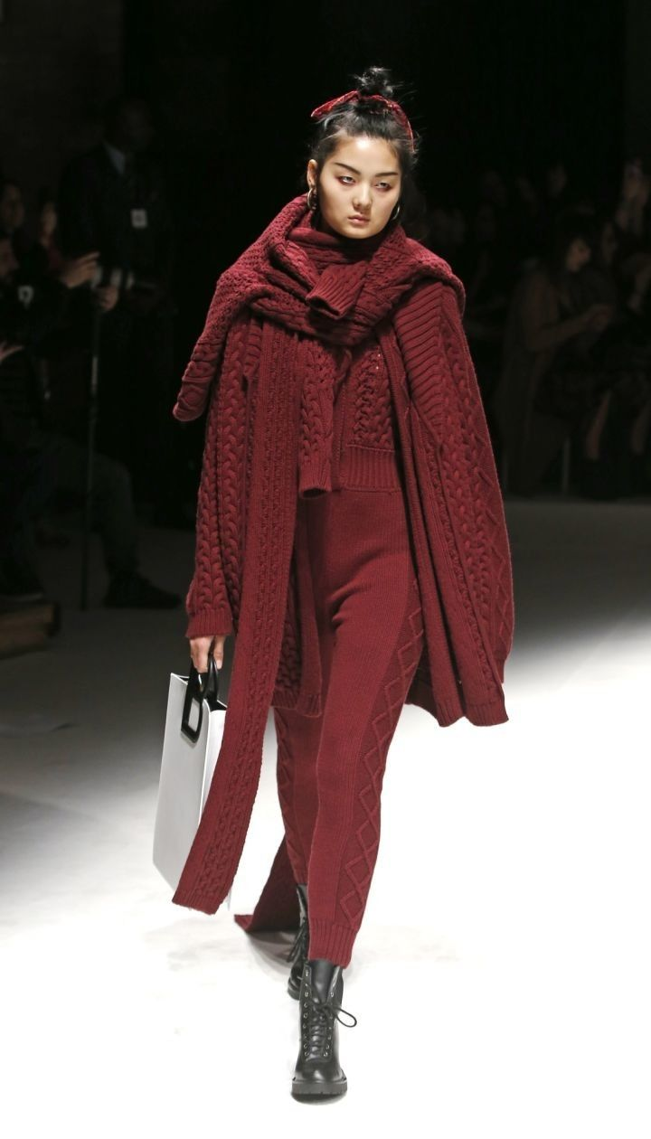 Колекція Laura Biagiotti прет-а-порте сезону осінь-зима 2019-2020 @ East News