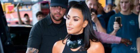 Надела мини и засветила целлюлит: Ким Кардашьян на улицах Нью-Йорка