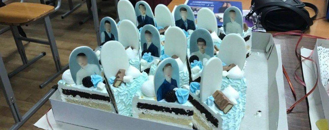 Надгробки на торті для випускників в РФ та запальні танці нареченої із псом. Тренди Мережі