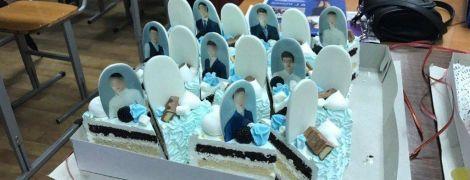 Надгробия на торте для выпускников в РФ и зажигательные танцы невесты с псом. Тренды Сети