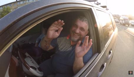 """Главный """"евробляхер"""" попался, когда объезжал пробку по тротуару. Видео"""
