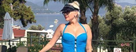 В комбинезоне со смелым декольте: Екатерина Бужинская наслаждается отдыхом в Турции