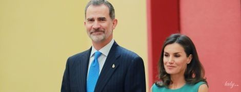 Идеальный выход: королева Летиция с мужем-королем на мероприятии во дворце