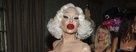 З відвертим декольте і насиченим макіяжем: актриса-транссексуал викликала фурор провокаційним образом