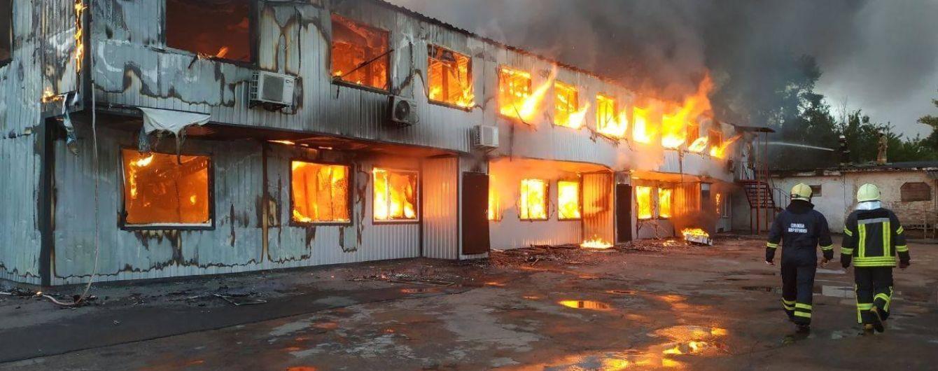 Специалисты проверили замеры воздуха из-за пожара на складах секонд-хенда в столице
