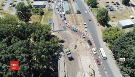 У Києві на ремонт закрили ще один міст: кілометрові затори тепер на Борщагівці