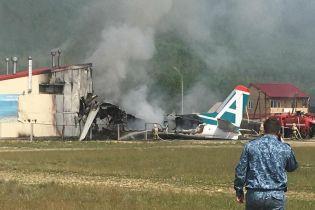 У Росії при аварійній посадці літака загинули пілоти і постраждали пасажири