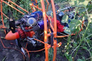 На Полтавщине дельтаплан упал в подсолнечное поле, есть погибшие