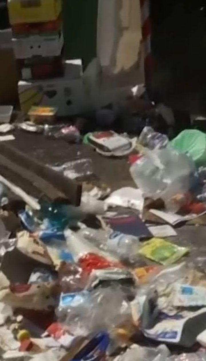 Сміттєва криза в Римі: містяни і туристи скаржаться на сморід і купи мотлоху