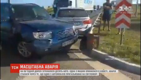 Масштабная авария под Львовом: на объездной дороге столкнулись сразу 10 автомобилей