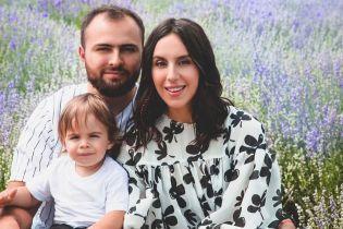 Щаслива Джамала зі своїми чоловіками знялась у родинній фотосесії