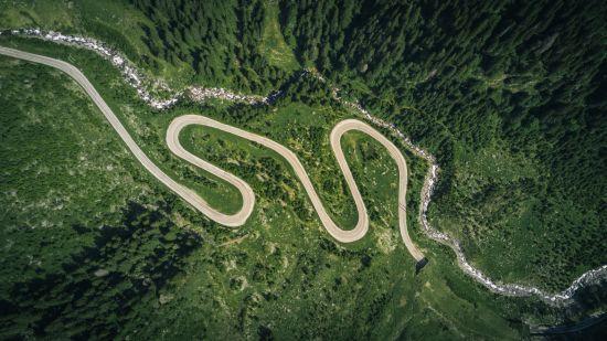 Названо наймальовничіші та небезпечні траси для подорожей