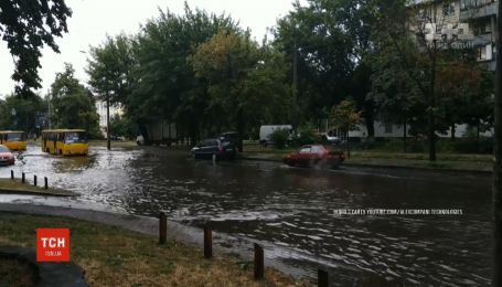 На кілька годин столиця опинилася буквально під водою