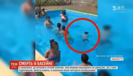 На Закарпатті поховали шестирічного хлопчика, який потонув у басейні