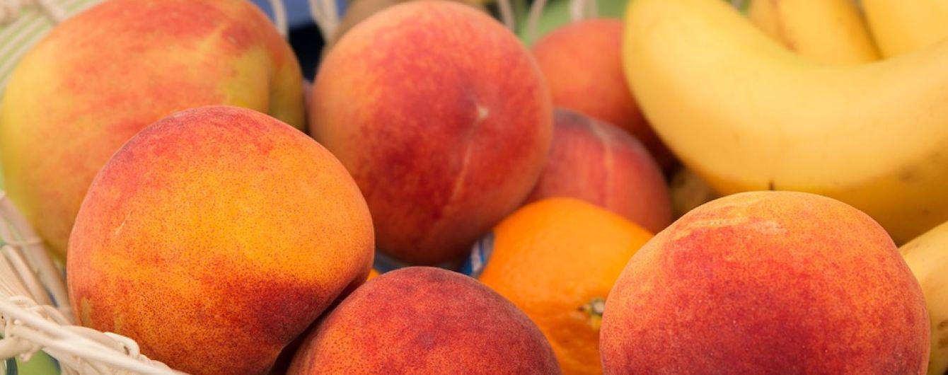 На ринку з'явилися ранні персики: яка вартість перших фруктів