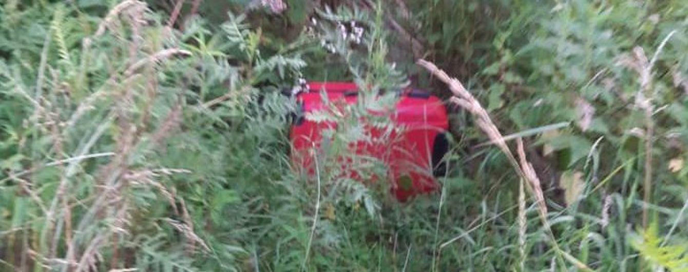 На теле найденного в чемодане в Черновцах мертвого ребенка были многочисленные побои - местные жители