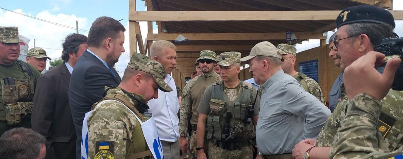 Кучма посетил Станицу Луганскую: военных и боевиков разделяют 2 км
