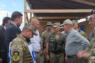 Кучма відвідав Станицю Луганську: військових і бойовиків розділяють 2 км