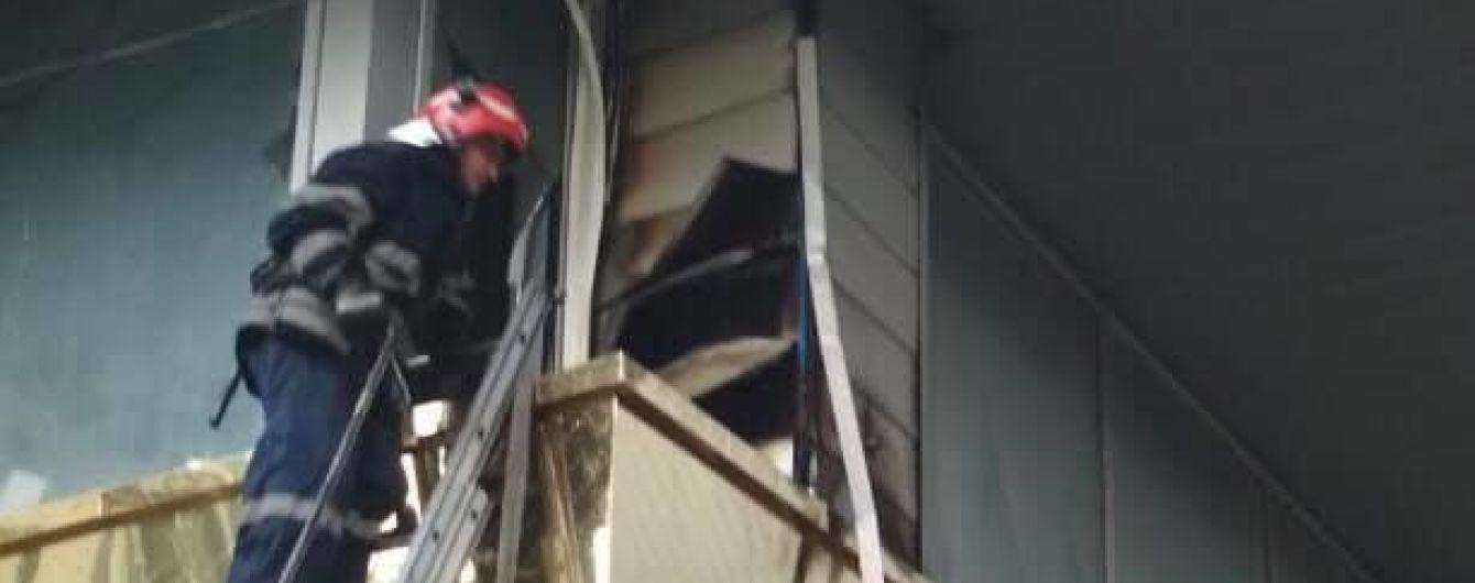 У Києві спалахнула пожежа у великому торгівельному центрі
