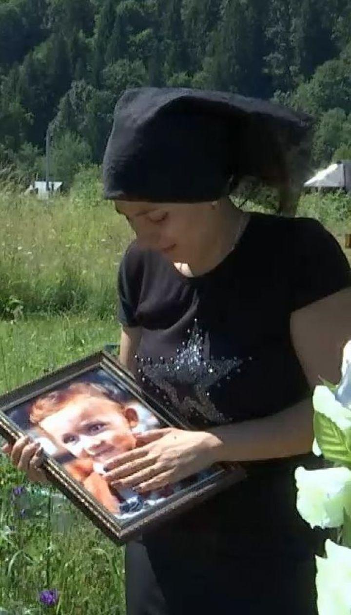 Убийственный диагноз: на Буковине супруги обвиняют врачей в смерти своего 3-летнего сына