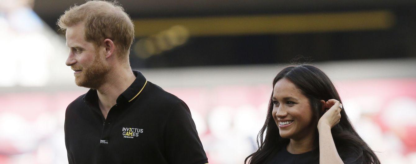 Похудевшая после родов Меган Маркл вместе с Гарри посетила бейсбольный матч