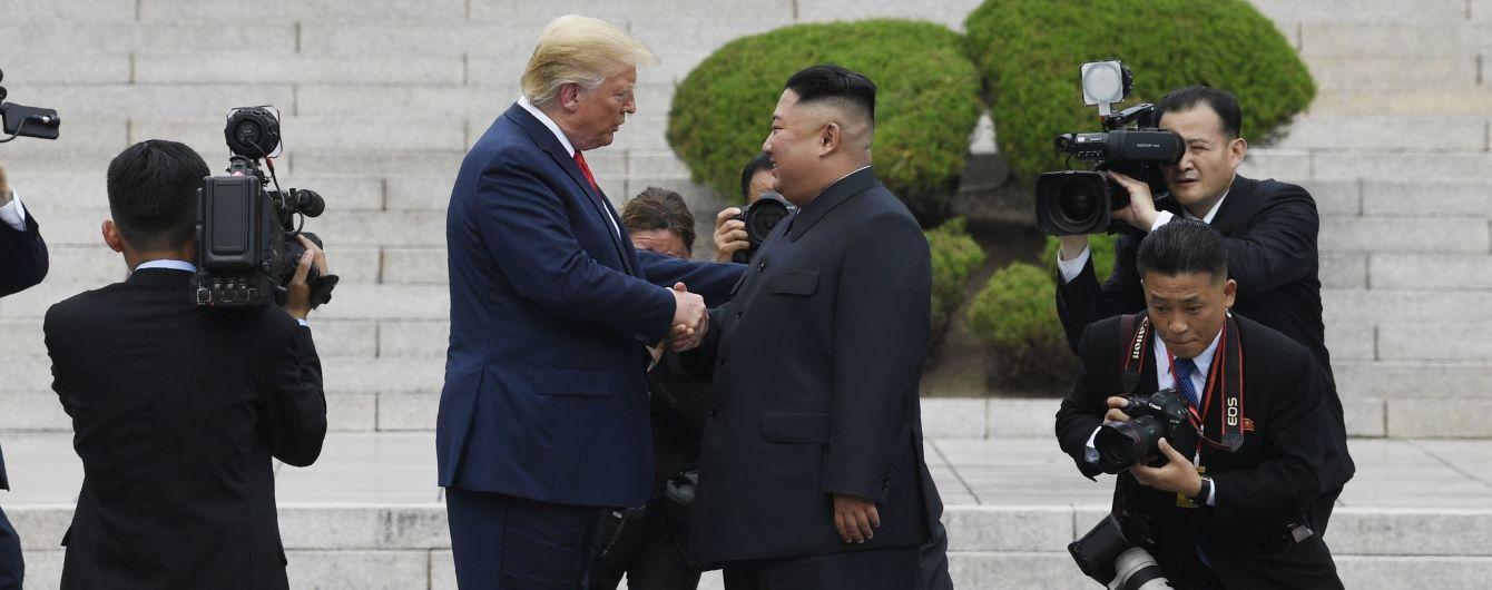 """Третья встреча Трампа-Кима. Как она стала """"исторической"""" и о чем договорились лидеры"""