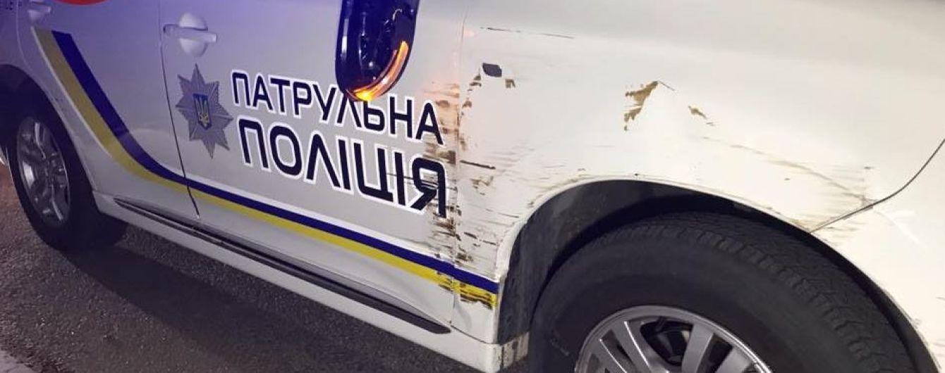 Водій напідпитку в'їхав у патрульне авто у Києві і намагався втекти