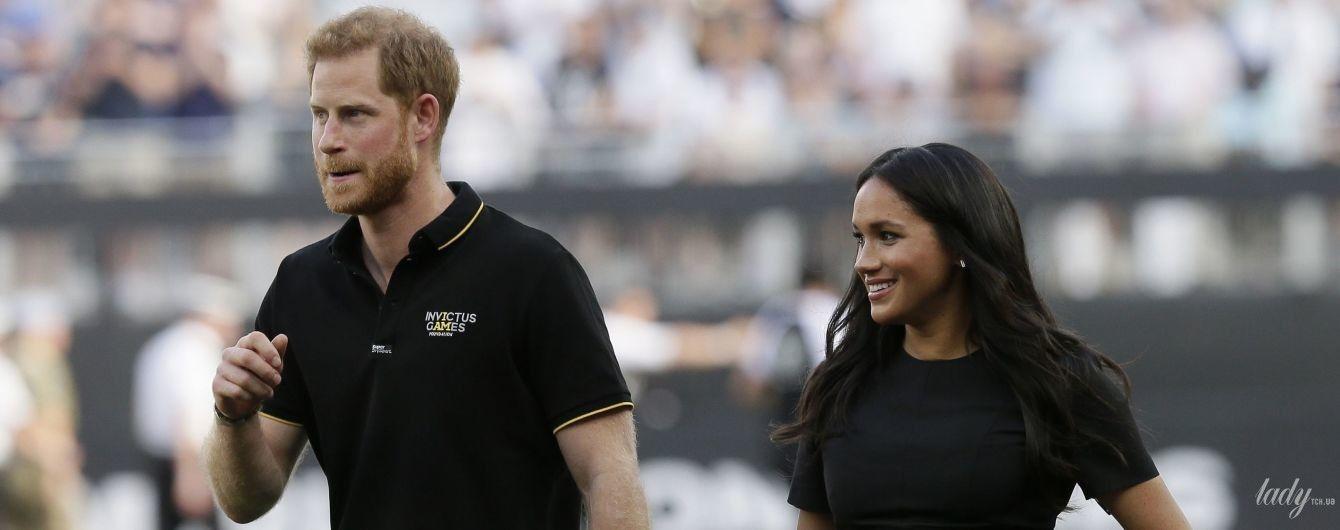 Уже и похудеть успела: герцогиня Сассекская с принцем Гарри посетила бейсбольный матч