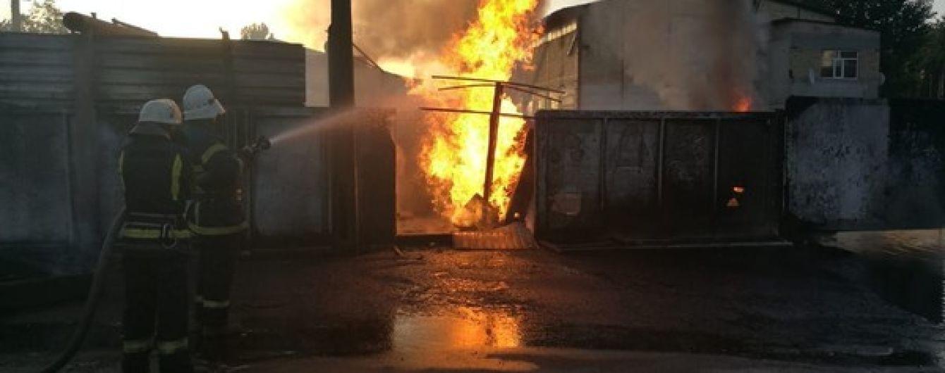 Масштабный пожар произошел на заправке в Ирпене