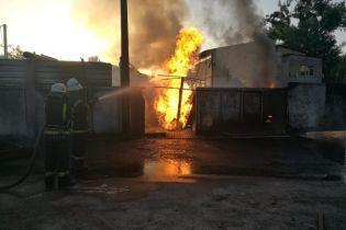 Масштабна пожежа сталася на заправці в Ірпені